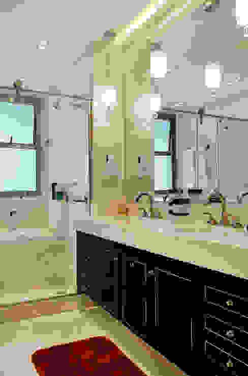Apartamento na Barra da Tijuca Banheiros clássicos por Ana Adriano Design de Interiores Clássico