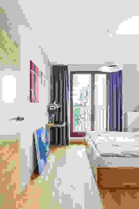 MIESZKANIE 74 M2: styl , w kategorii Sypialnia zaprojektowany przez KRAMKOWSKA|PRACOWNIA WNĘTRZ,Minimalistyczny