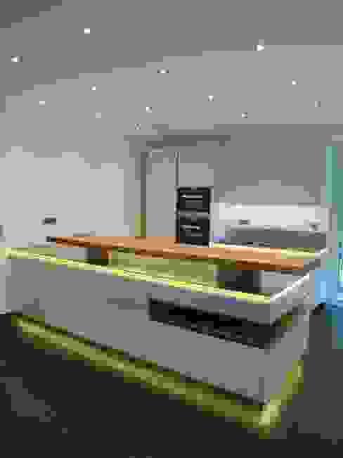 Fernsehen in der Küche Design Manufaktur GmbH Moderne Küchen