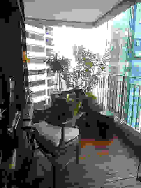 VARANDA.ITAIM.SÃO PAULO.BRASIL: Terraços  por Línea Paisagismo.Claudia Muñoz,Eclético