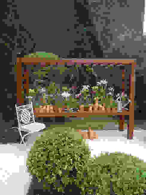 Vườn phong cách kinh điển bởi Línea Paisagismo.Claudia Muñoz Kinh điển