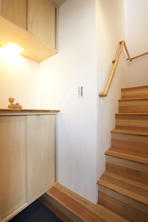 Corridor & hallway by 光風舎1級建築士事務所