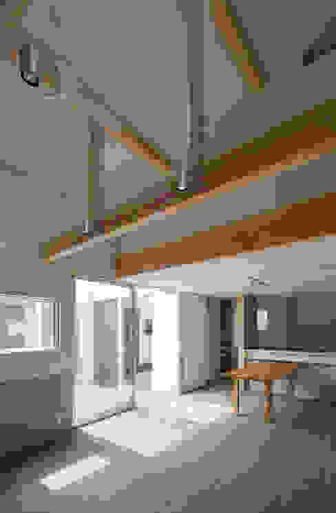 DOG COURTYARD HOUSE 充総合計画 一級建築士事務所 モダンデザインの ダイニング