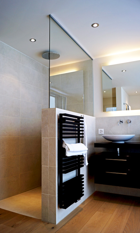 EFH Oberwil-Lieli Moderne Badezimmer von Füglistaller Architekten AG Modern