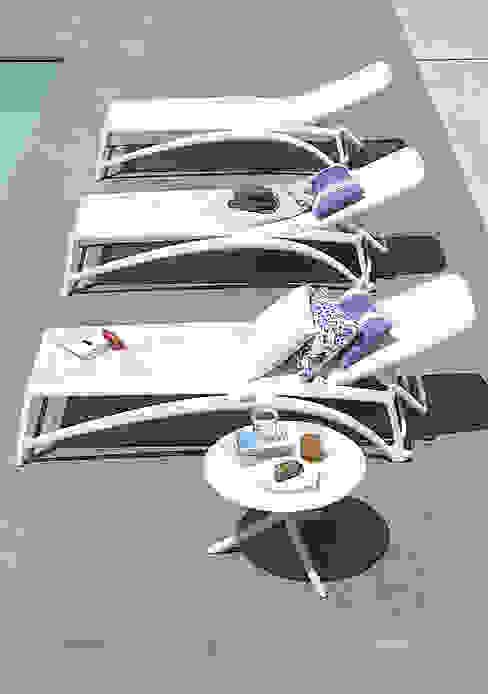 Modern pool by Muebles caparros Modern