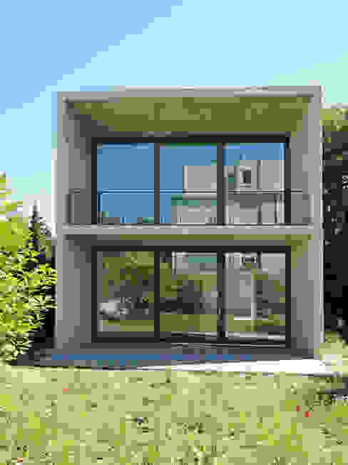 E17 - Zweifamilienhaus in Aachen Moderne Häuser von iva architektur Modern