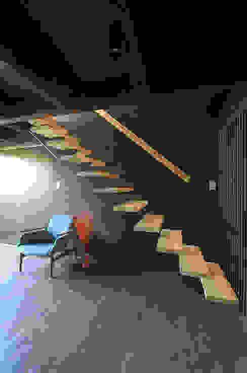 堺市の住宅 / 縁側のある家: 一級建築士事務所アールタイプが手掛けた廊下 & 玄関です。,モダン