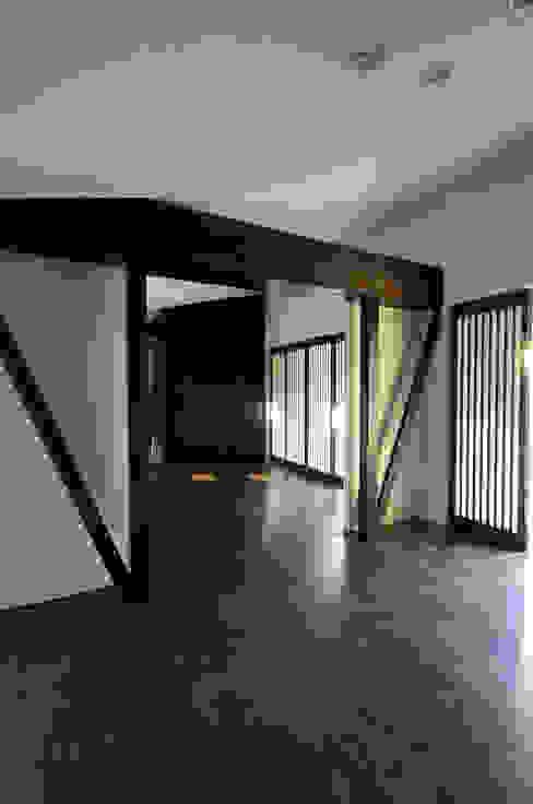 堺市の住宅 / 縁側のある家 モダンスタイルの寝室 の 一級建築士事務所アールタイプ モダン