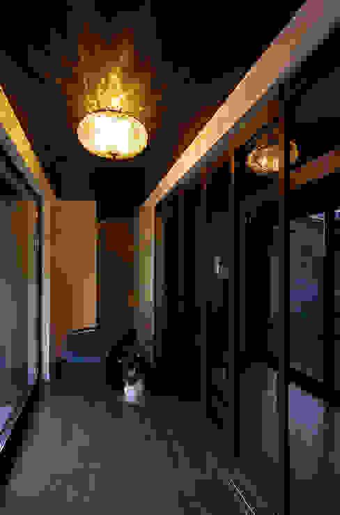 堺市の住宅 / 縁側のある家: 一級建築士事務所アールタイプが手掛けたリビングです。,モダン