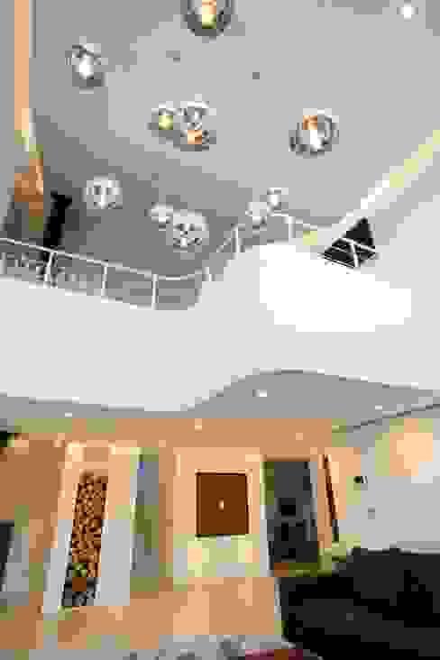 GALLERY HOUSE 미술가의 집 HBA-rchitects 미니멀리스트 거실