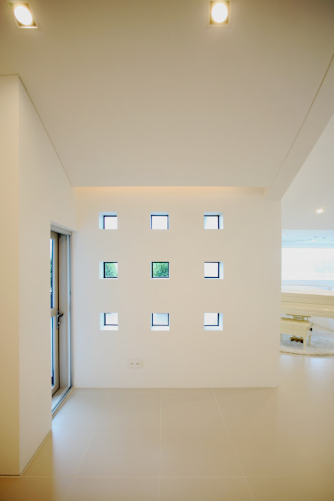 Minimalist windows & doors by HBA-rchitects Minimalist
