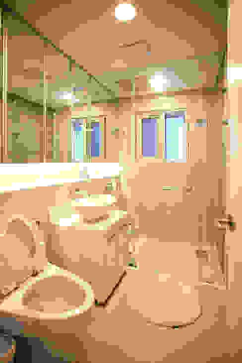 GALLERY HOUSE 미술가의 집 HBA-rchitects 미니멀리스트 욕실