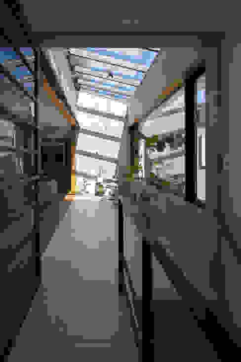 アトリウム モダンデザインの 多目的室 の アトリエ・ブリコラージュ一級建築士事務所 モダン