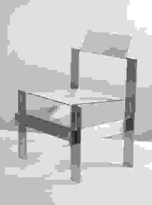 Simpleton Chair: modern  von Ronen Kadushin,Modern