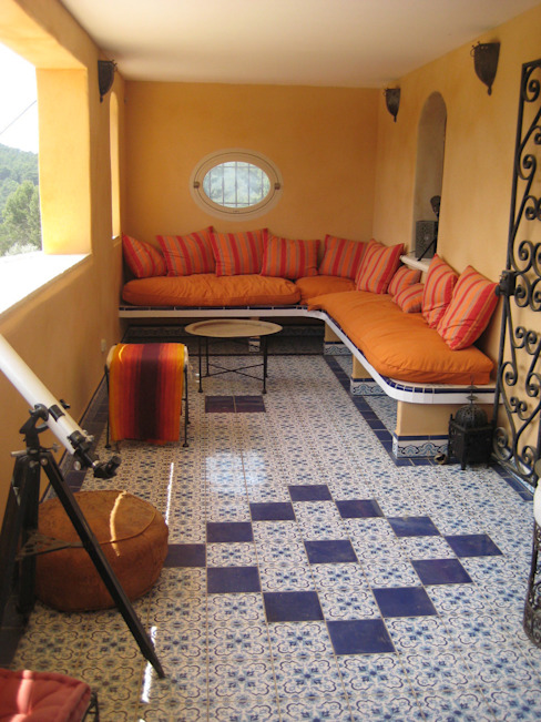 Терраса в средиземноморском стиле от cecile Aubert architecte dplg Средиземноморский