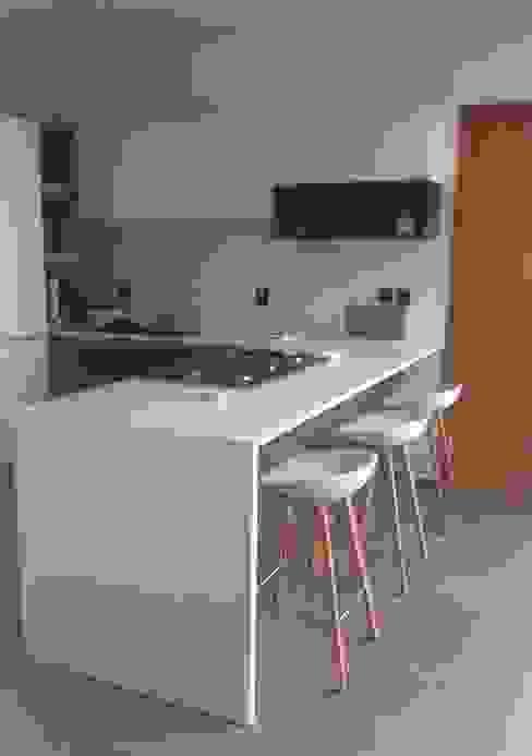 Cucina minimalista di Citlali Villarreal Interiorismo & Diseño Minimalista