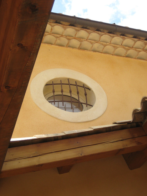 Ventanas de estilo  por cecile Aubert architecte dplg, Mediterráneo