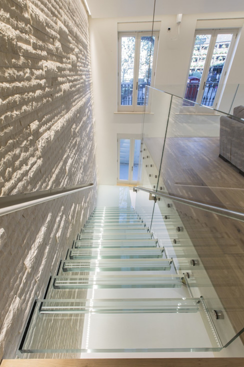 The White House Minimalist corridor, hallway & stairs by reForm Architects Minimalist