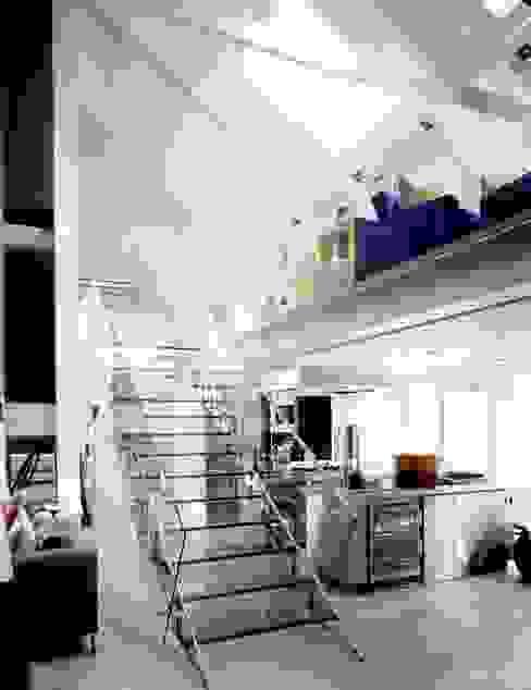 The Art House reForm Architects Corredores, halls e escadas modernos
