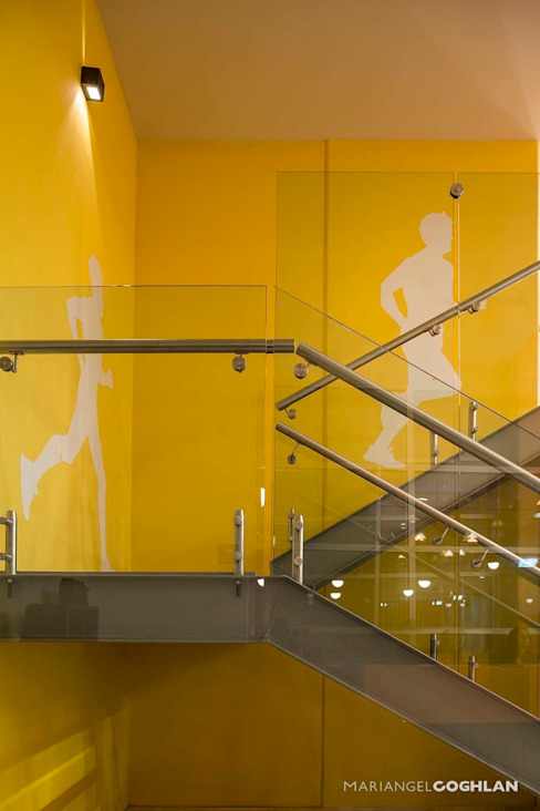 MARIANGEL COGHLAN Pasillos, vestíbulos y escaleras de estilo moderno