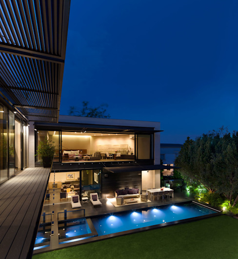 Casa Dalias Piscinas de estilo minimalista de grupoarquitectura Minimalista