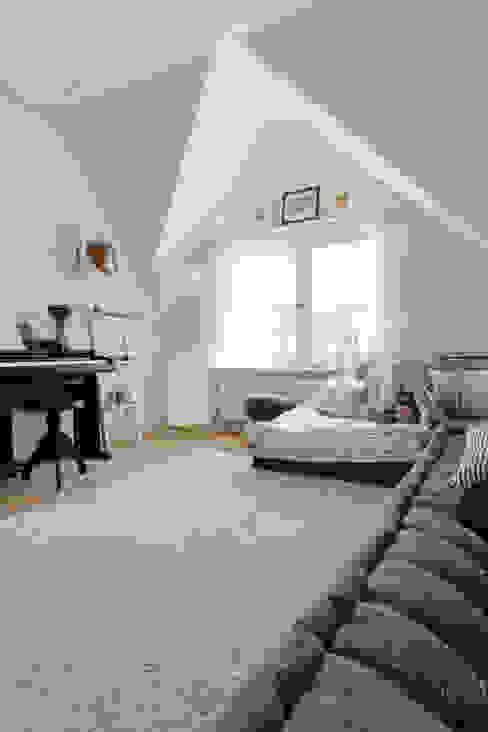 PROYECTO DE INTERIORISMO EN LA HAYA, HOLANDA Dormitorios infantiles escandinavos de A54Insitu Escandinavo