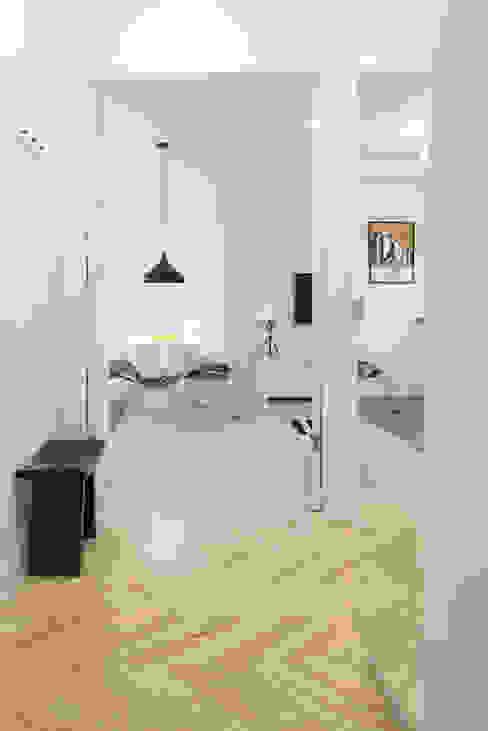 Scandinavian style corridor, hallway& stairs by dziurdziaprojekt Scandinavian