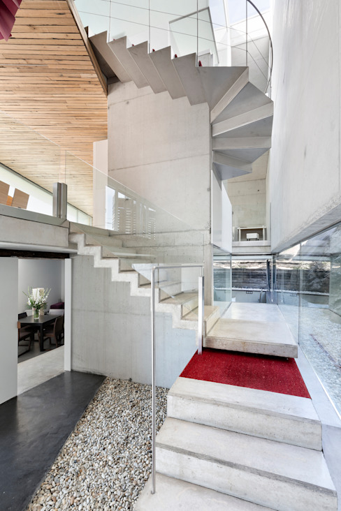 dezanove house designed by iñaki leite - stairs: Pasillos y vestíbulos de estilo  de Your Architect London, Moderno
