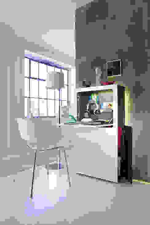 Urban Favourites Laptoptisch / Sekretär smaider - weiß matt Moderne Bürogebäude von homify Modern