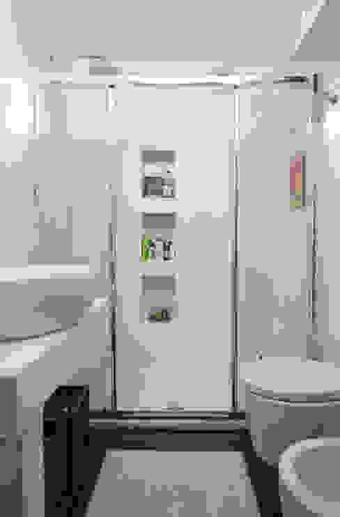 Modern bathroom by Architetto Barbara De Pascalis e Lorenzo Zanetti - ATELIER ARCHITETTURA - Modern
