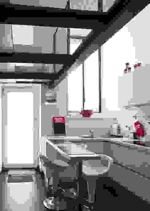 """Appartamento """"bianco e nero a colori"""" Architetto Barbara De Pascalis e Lorenzo Zanetti - ATELIER ARCHITETTURA - Cucina minimalista"""