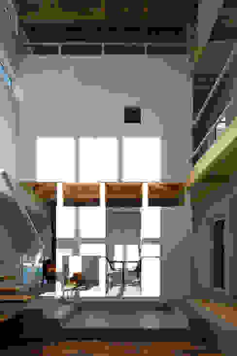 吹き抜け空間: 一級建築士事務所 Atelier Casaが手掛けたリビングです。,