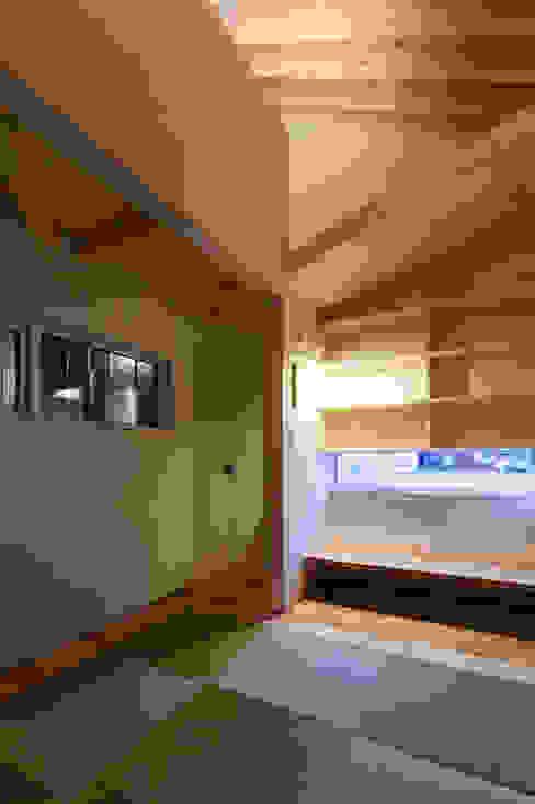 やすらぎの間: 一級建築士事務所 Atelier Casaが手掛けた寝室です。,モダン