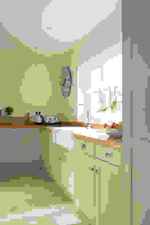 French Gray for a young family's home Klasyczna kuchnia od Chalkhouse Interiors Klasyczny