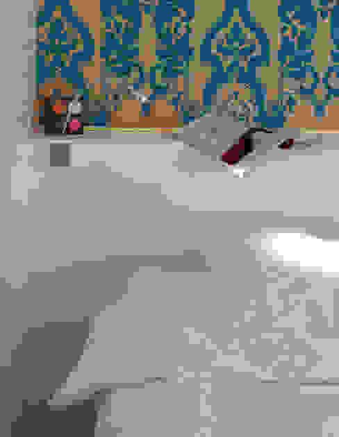 Herenwoning met stadstuin in het centrum van Mechelen Moderne slaapkamers van aerts+blower bvba Modern