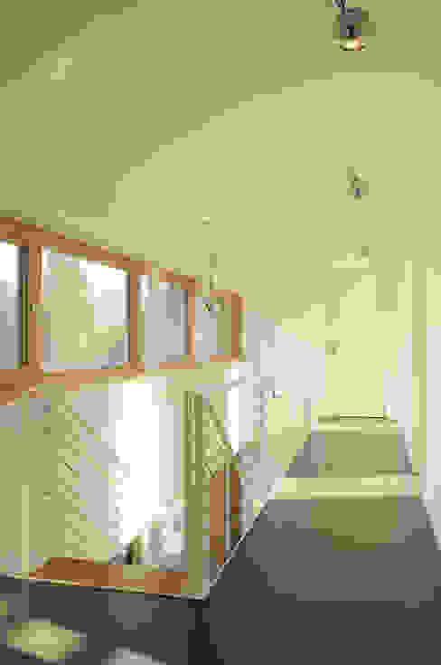 Haus S Moderner Flur, Diele & Treppenhaus von JEBENS SCHOOF ARCHITEKTEN Modern