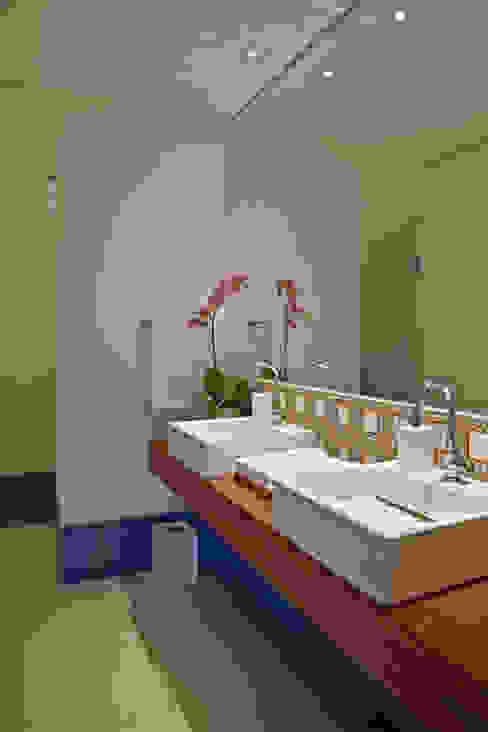 Haras Sahara Banheiros clássicos por Anaíne Vieira Pitchon Arquitetura e Interiores Clássico