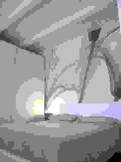 camera matrimoniale Camera da letto moderna di Laura Canonico Architetto Moderno