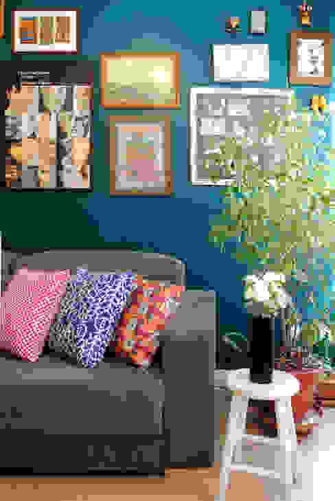 Modern Living Room by Red Studio Modern