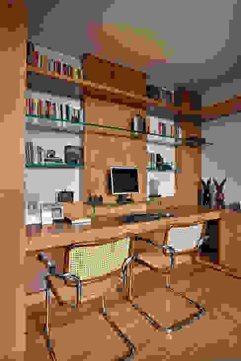 Escritório Escritórios modernos por Lage Caporali Arquitetas Associadas Moderno