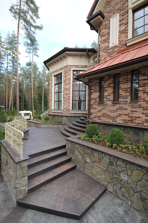 Жилой дом Дома в классическом стиле от Студия дизайна Сергея Кривошеева Классический