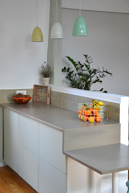 Cuisine sur mesure sous combles - zelliges Cuisine classique par AM DECO Classique