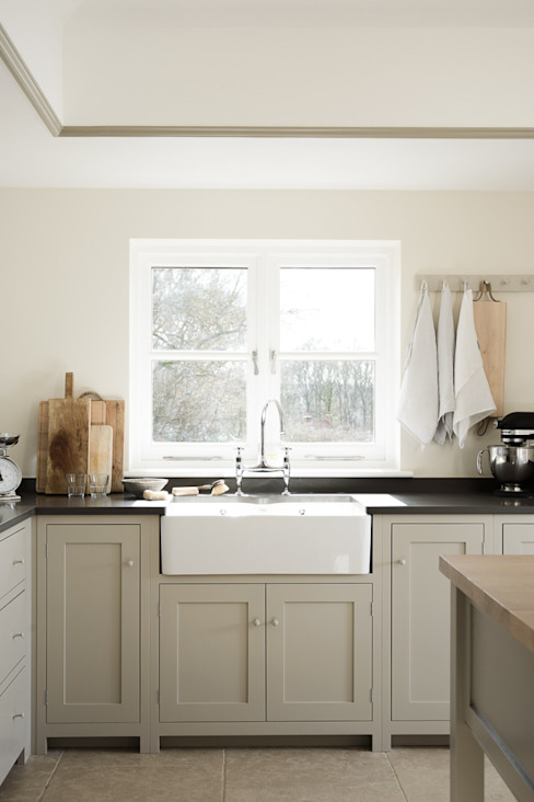 The West Sussex Kitchen by deVOL Country style kitchen by deVOL Kitchens Country