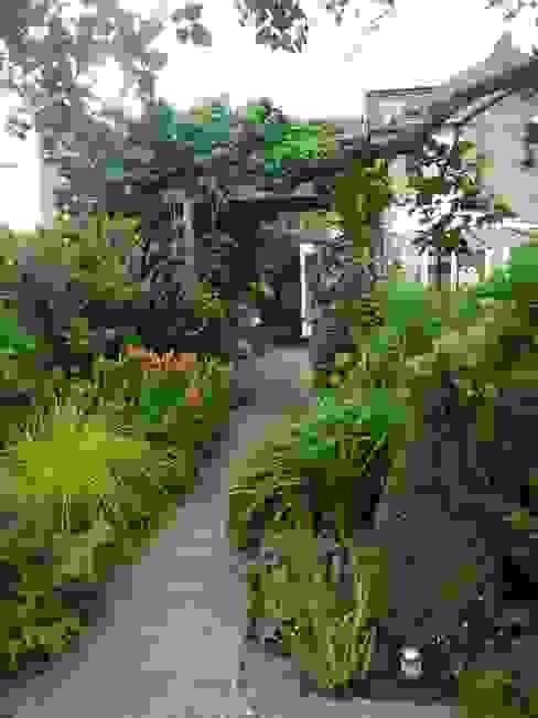 Long Family Garden 클래식스타일 정원 by Garden Arts 클래식