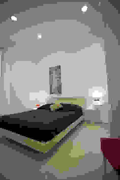 غرفة نوم تنفيذ Pamela Tranquilli Interior Designer