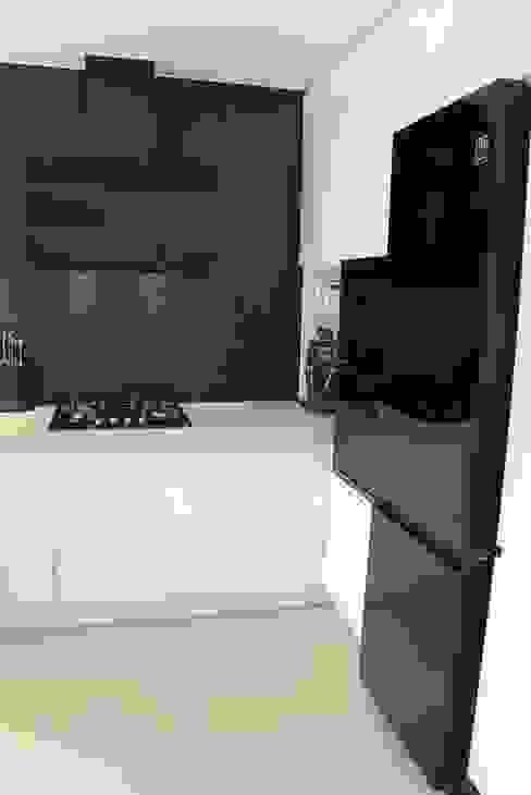 Cocinas de estilo moderno de YNOX Architektura Wnętrz Moderno