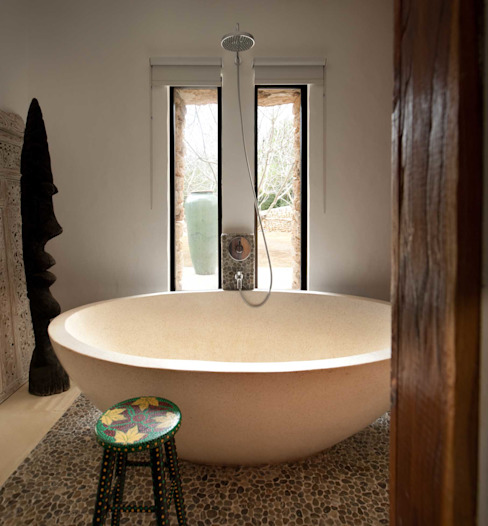 Bathroom by TG Studio, Mediterranean
