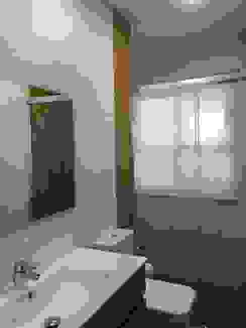 Estado reformado Viroa ǀ Arquitectura – Interiorismo – Obras Baños de estilo moderno