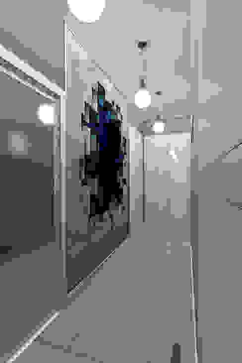 Дизайн-проект квартиры для молодого человека Коридор, прихожая и лестница в модерн стиле от Студия дизайна и декора Светланы Фрунзе Модерн