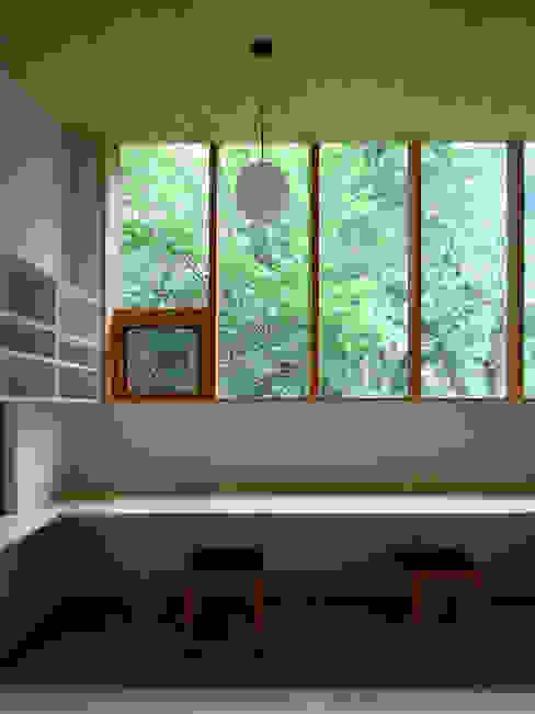 木立に佇む家 設計事務所アーキプレイス 北欧デザインの 多目的室